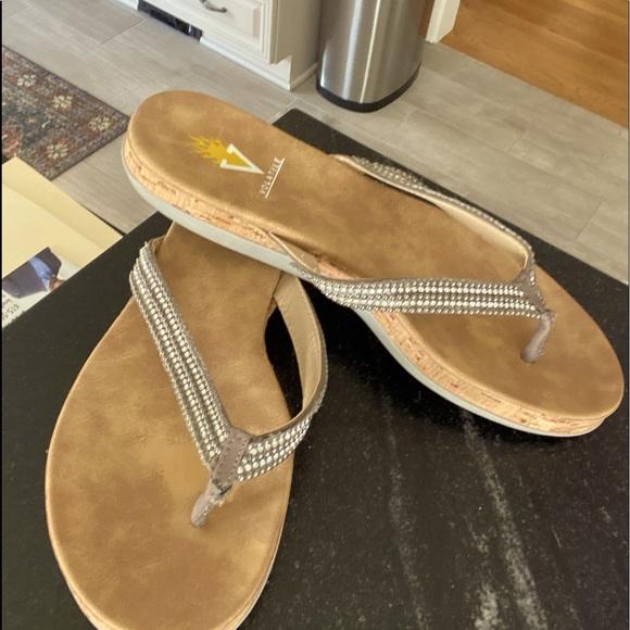 Womens Volatile Sandals Sz 9